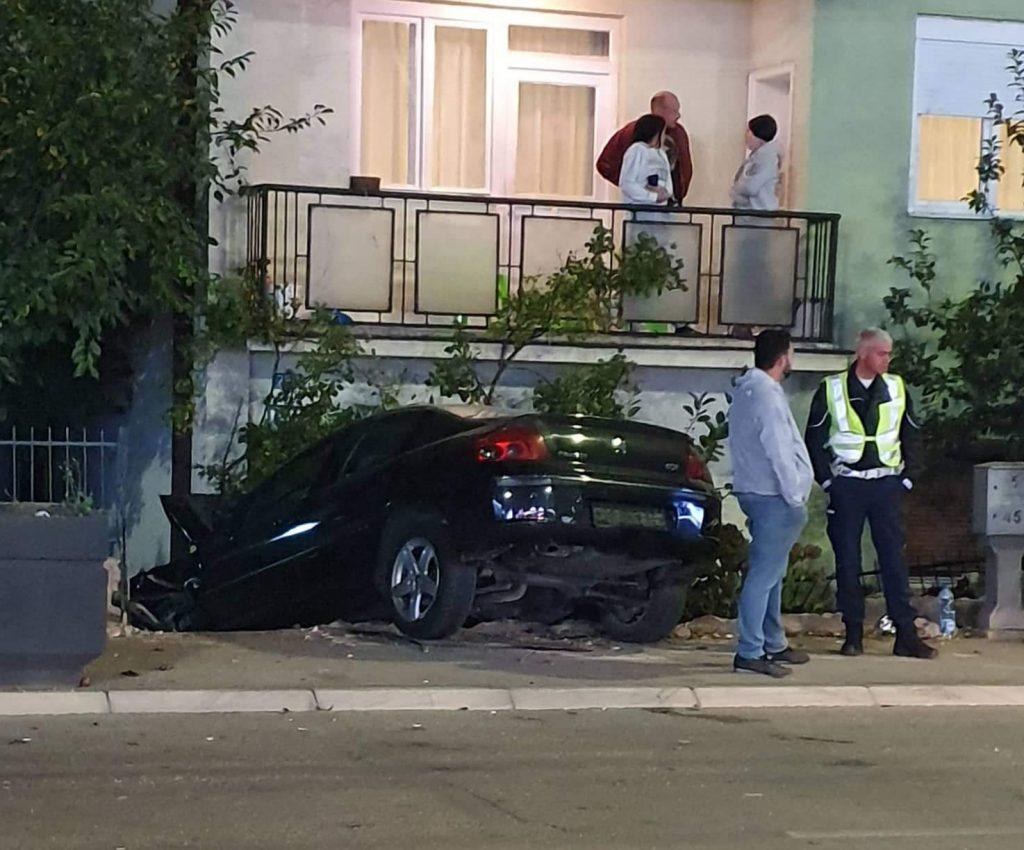 "Pijani vozač ""pežoa"" iz jučerašnje sudara lakše povređen, šteta 190.000"