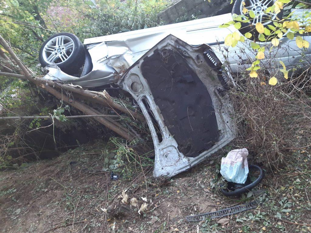 Smrskana dva automobila, jedan vozač u teškom stanju, drugi sam zatražio lečenje