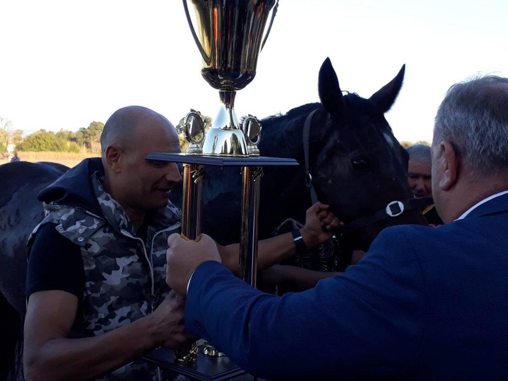 Pehar sa konjičkih trka ostao u Leskovcu