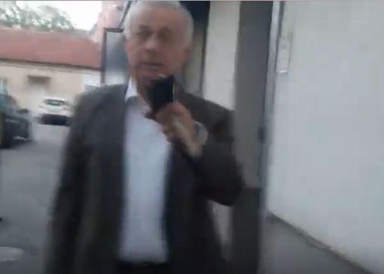 Načelnik gradske uprave slomio odborniku opozicije telefon