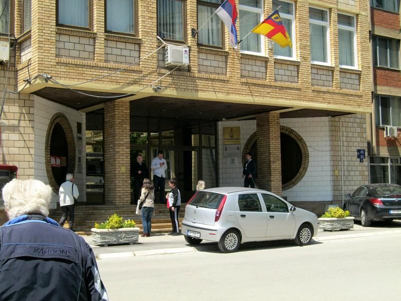 Firme iz Preševa i Beograda rade rekonstrukciju atletske staze u Vranju