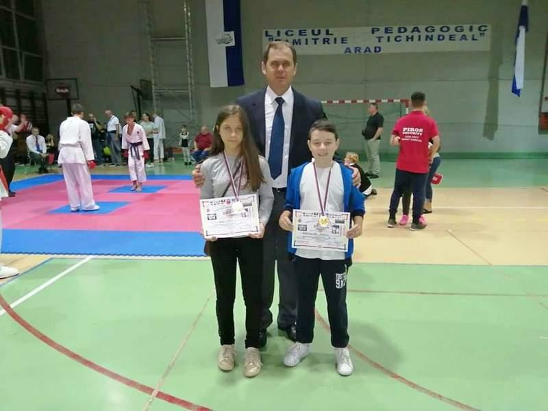 Lena i Dimitrije doneli srebro sa evropskog takmičenja karatista