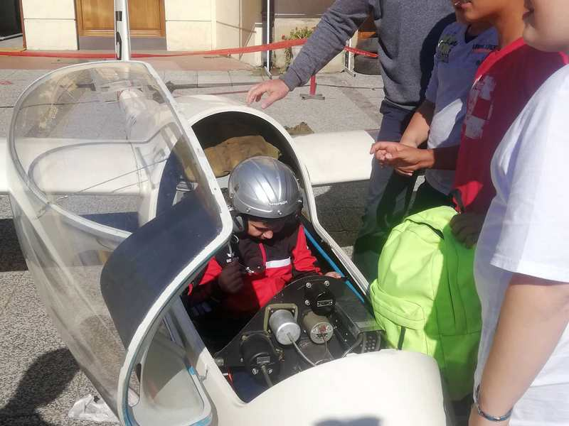 Mališani uživali u promociji Aero-kluba Saša Mitrović u centru Leskovca