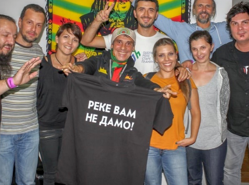 Manu Čao podržao borbu meštana u Toplom Dolu i napravio mini-koncert