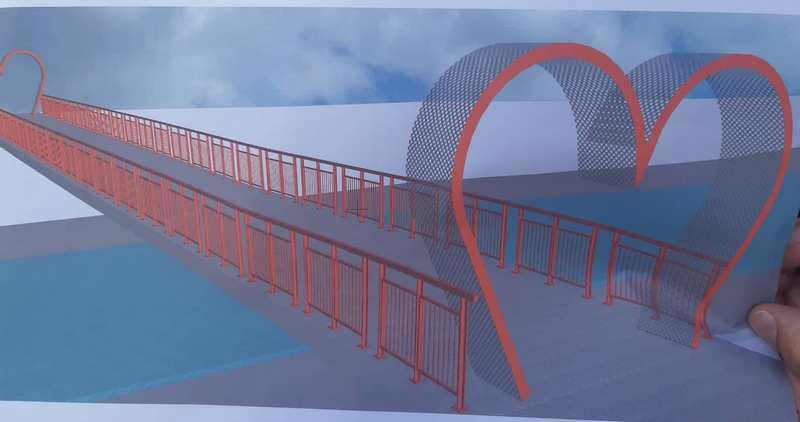 Simboli ljubavi na dva leskovačka mosta preko Veternice