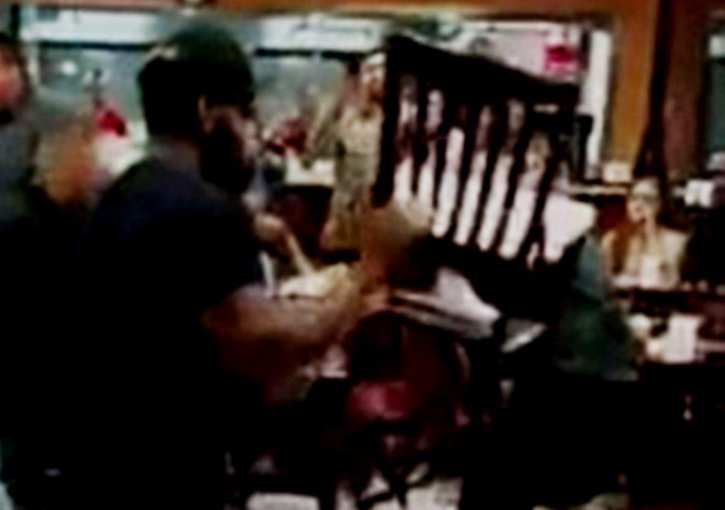 """Masovna tuča u kafani """"Bečejac"""", radili noževi, letele flaše i stolice"""