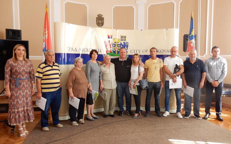 Osam porodica sa Kosova i Metohije dobilo građevinski materijal