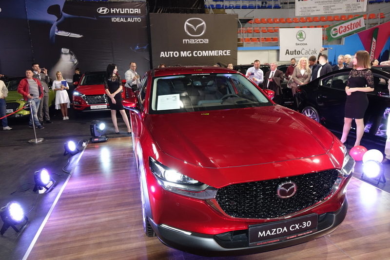 Među stotinak modela budućnosti Mazda CX30 zasenila lepotom