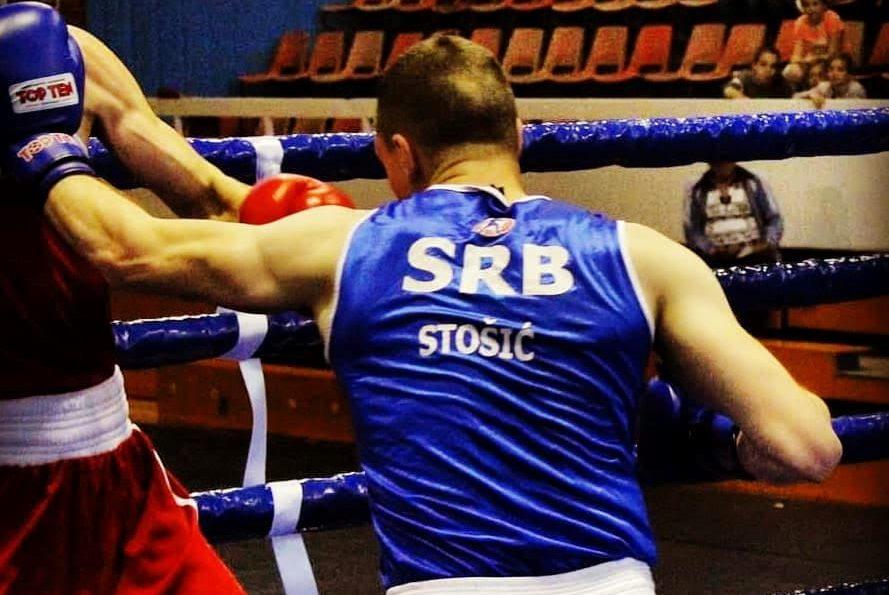 Vojnik iz Surdulice pod našom zastavom u bokserskom ringu