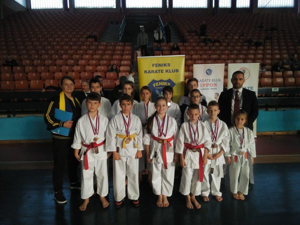 Karatisti iz Vranja u Leskovcu osvojili više od 20 medalja