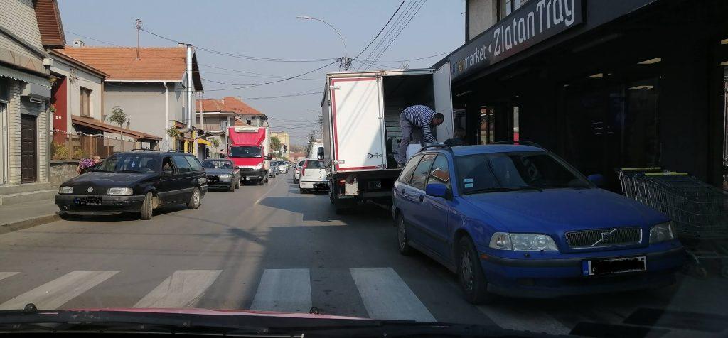Beograđani zabranjuju istovar robe nasred ulice, u Leskovcu to svakodnevnica