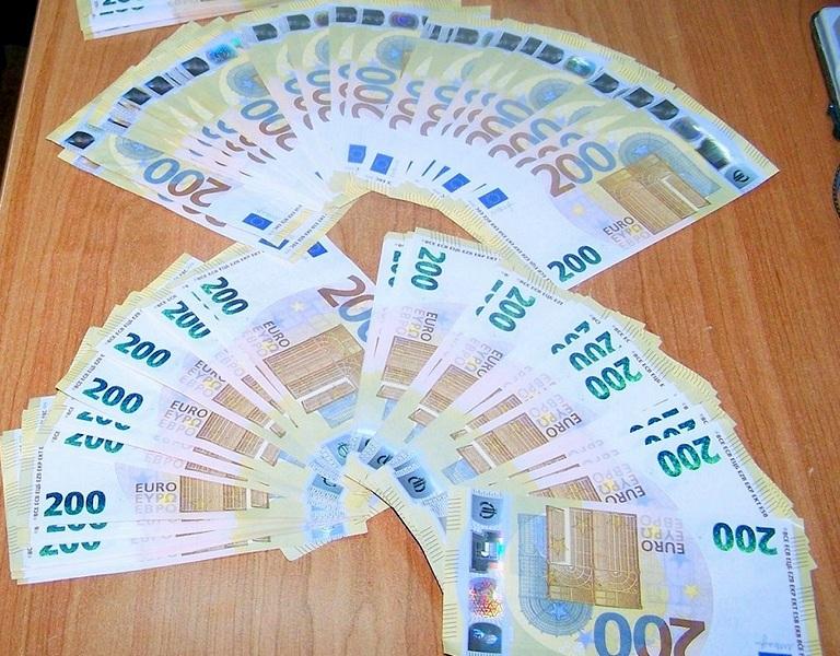 Otkirveno 60. 000 evra ispod patosnice automobila