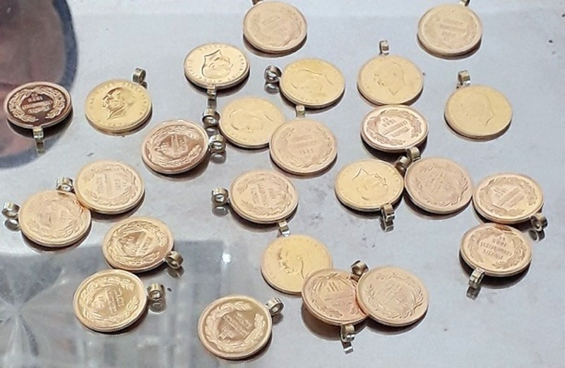 Zlato vredno 23.000 evra sakriveno u jakni