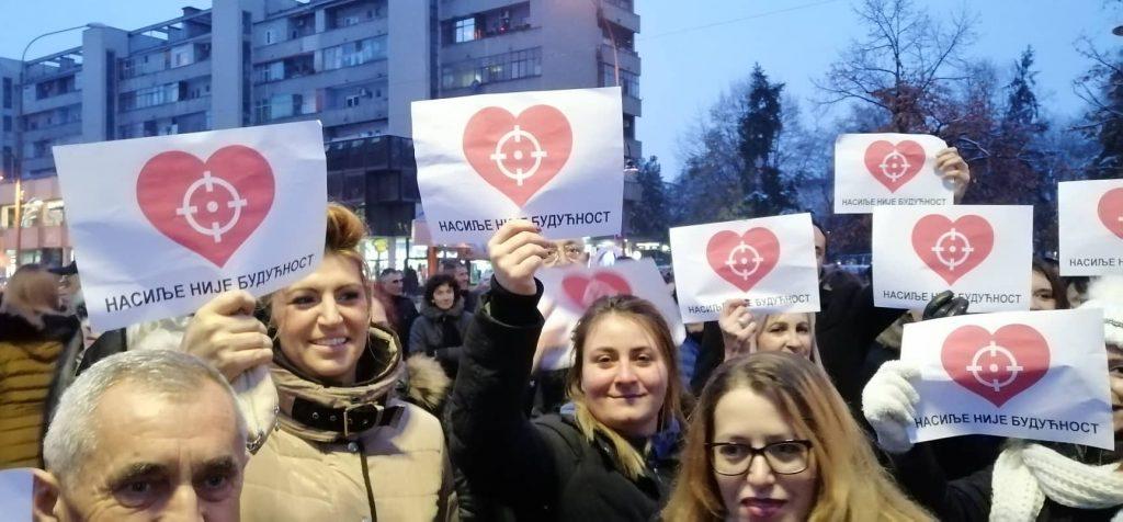 Vučić zamolio naprednjake da se više ne okupljaju po gradovima