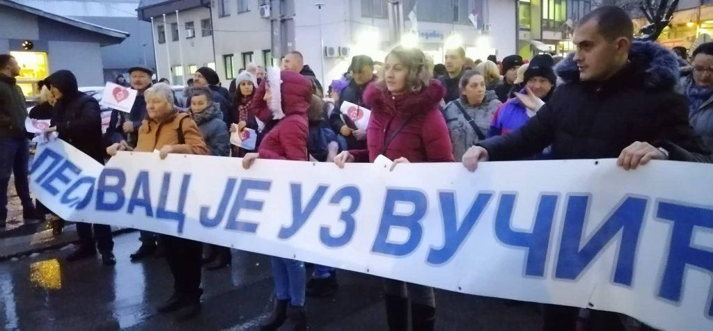 Više hiljada Leskovčana u protestnoj šetnji protiv medija koji kritikuju Vučića