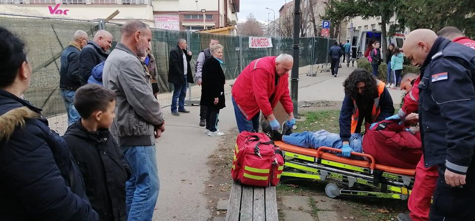 Samo dve ekipe Hitne pomoći na 126.000 stanovnika, ne stižu na vreme ni kad se čovek sruši na ulici