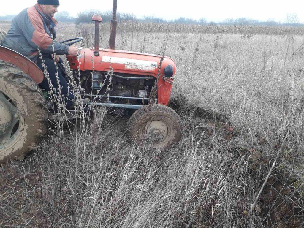 Komasacijom im oduzeli plodne njive, dobili zemlju obraslu u korov