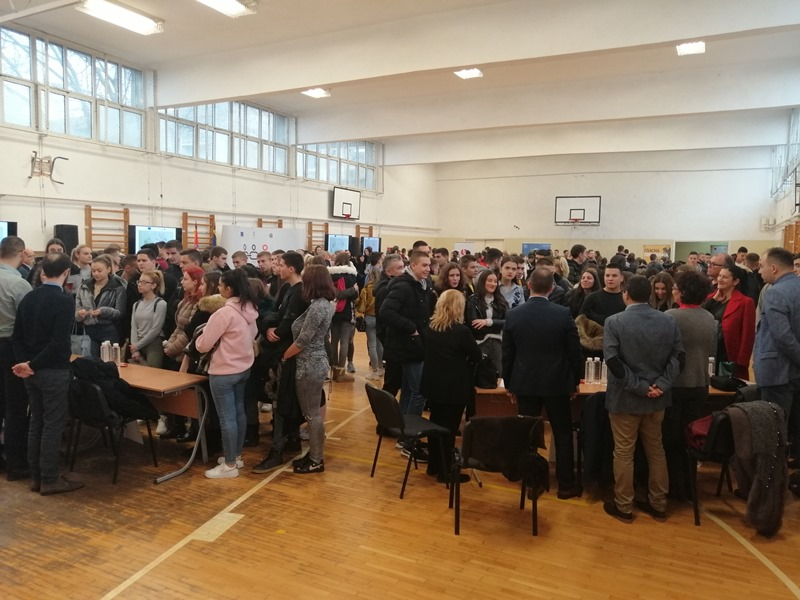 Preko 200 srednjoškolaca na Anti-korupcijskom času u Nišu