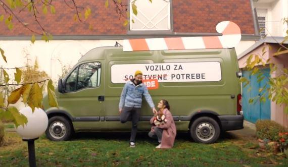 Vozilo za tuđe potrebe ispred Leskovačkog kulturnog centra