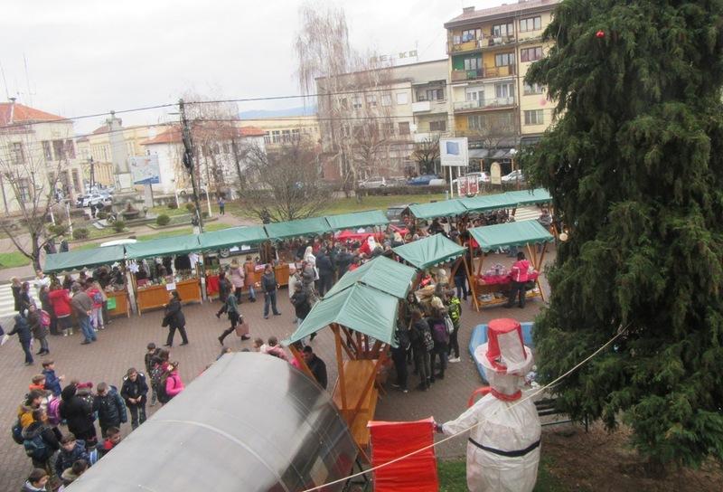 Novogodišnji bazar ulepšao pretprazničnu atmosferu u Vlasotincu