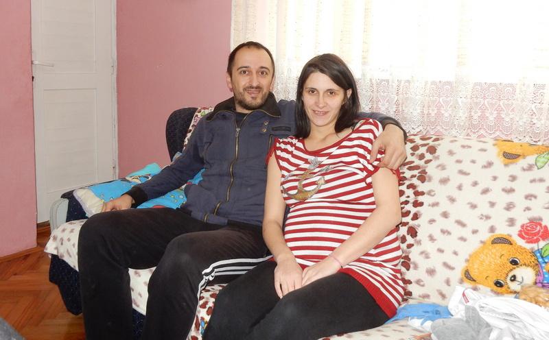 Ona je rođena u Užicu, on u Vlasotincu, a sreću su našli u idiličnoj Crnoj Travi
