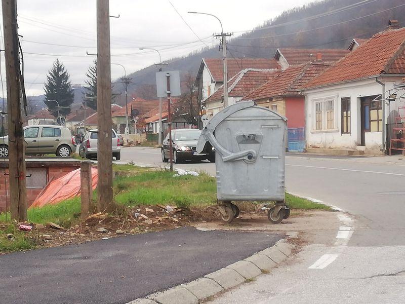 "JKP ""Obnova"" iz Medveđe nakon razgovora sa predsednikom opštine prekinula generalni štrajk"