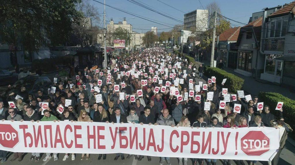 U Nišu protest protiv medija koji kritikuju Vučića