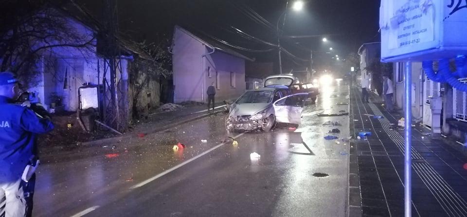 Vozač povređen u udesu na Svetoilijskoj, automobili potpuno smrskani