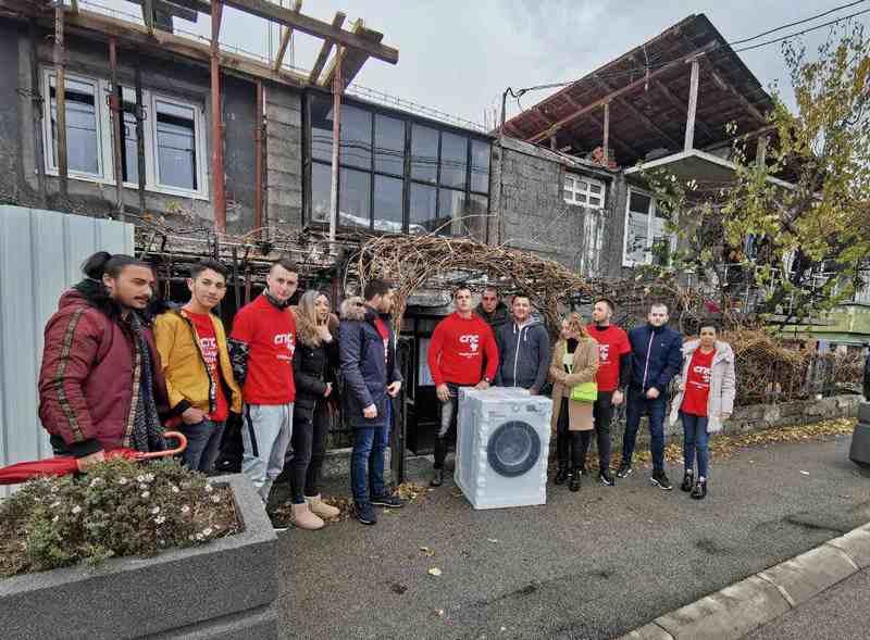 Mladi socijalisti donirali mašinu za pranje veša