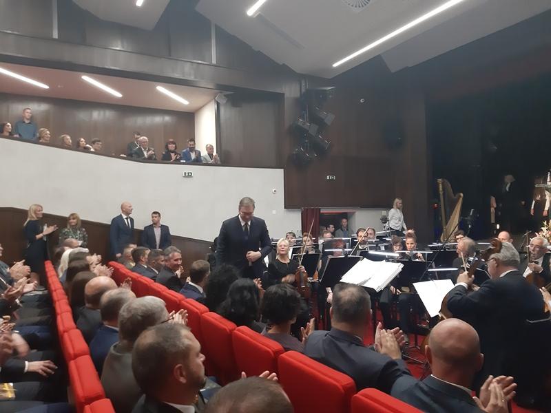 Vranjanci Vučića nagrađuju sa 100.000 dinara
