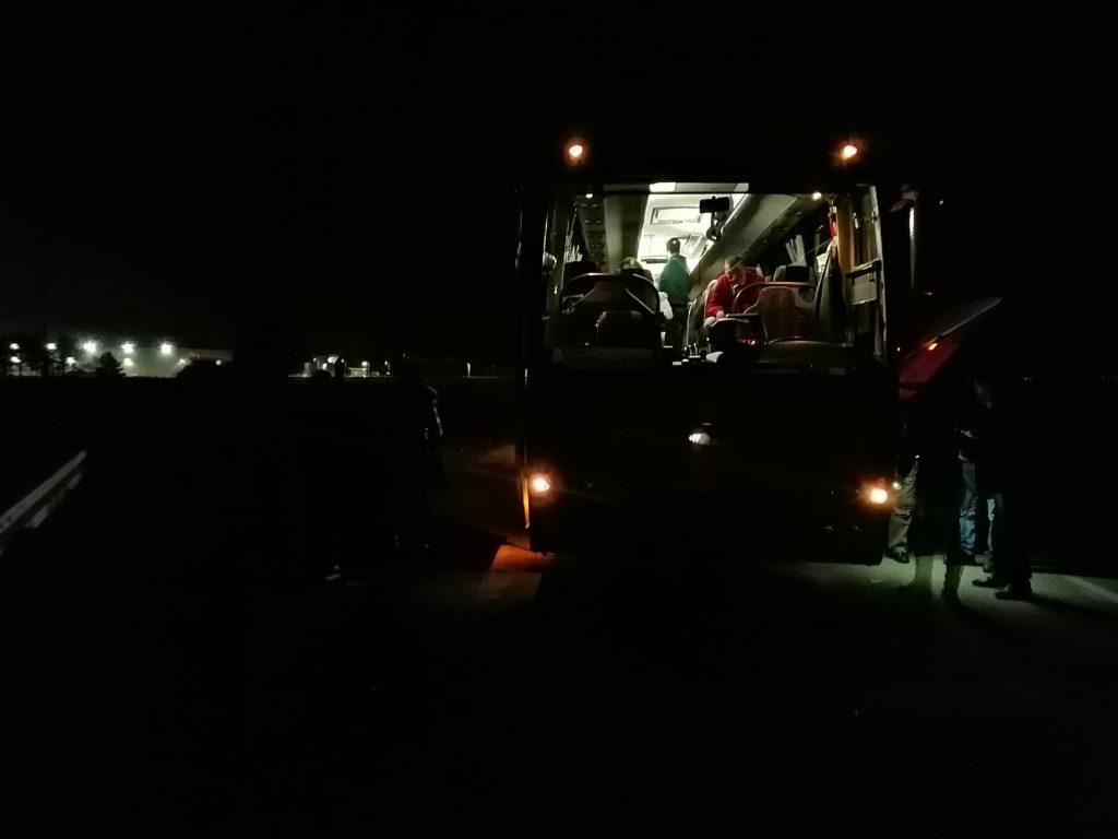 Pokvario se međunarodni autobus prepun putnika na ulazu u Leskovac