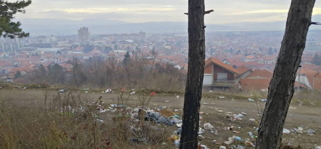 """Panorama Leskovca sa ovog mesta podseća na scene iz franšize """"Pobesneli Maks"""""""