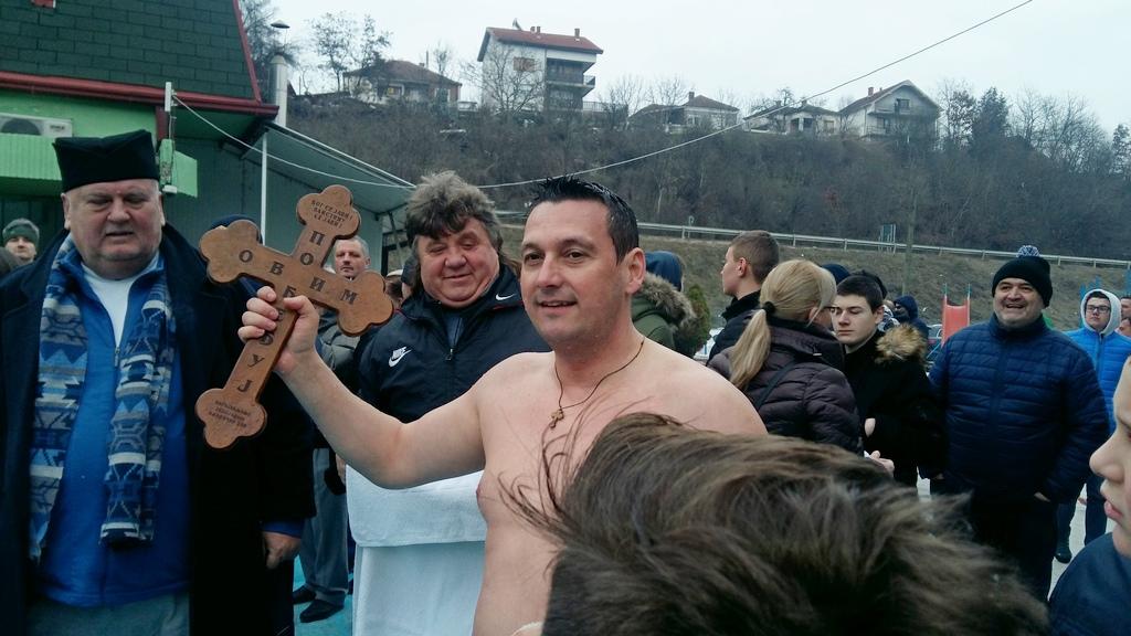 Goran Mladenović prvi predsednik opštine koji je plivao za Časni krst
