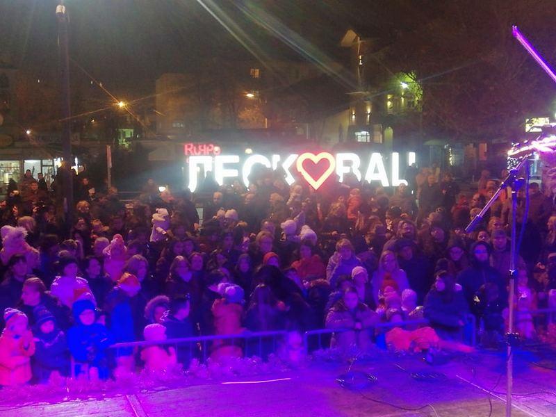 Novogodišnji koncert deci na dar u centru Leskovca