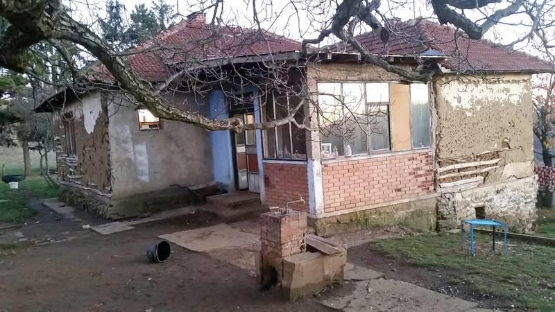 Porodica Veličković sa desetoro dece iz Retkocera i dalje živi u bedi
