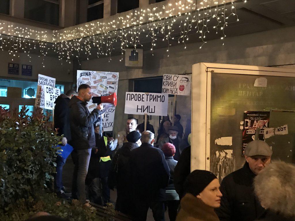 Održan prvi protest u Nišu protiv zagađenja vazduha, gradonačelniku upućeno devet zahteva
