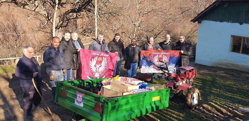 Srpska desnica borcu sa Košara poklonila motokultivator
