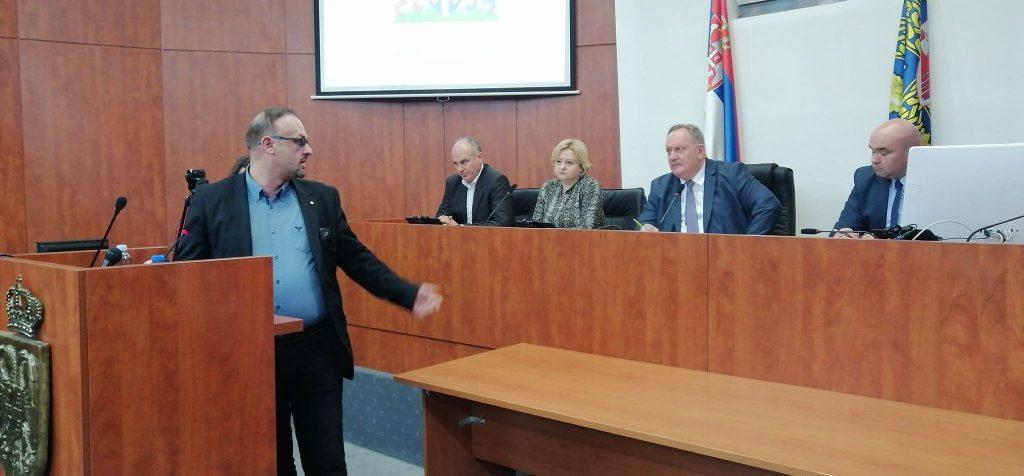 Predsednik Sindikata prosvetnih radnika Aleksandar Ničić imao samo reči hvale za leskovačkog gradonačelnika