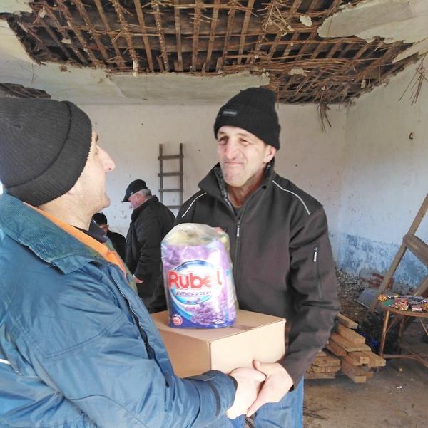 Fondacija Divac: Paketi hrane za 100 porodica u prokupačkim selima