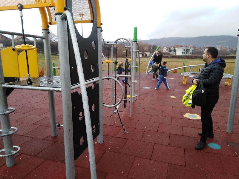 Nivea dečje igralište otvoreno u Vlasotincu