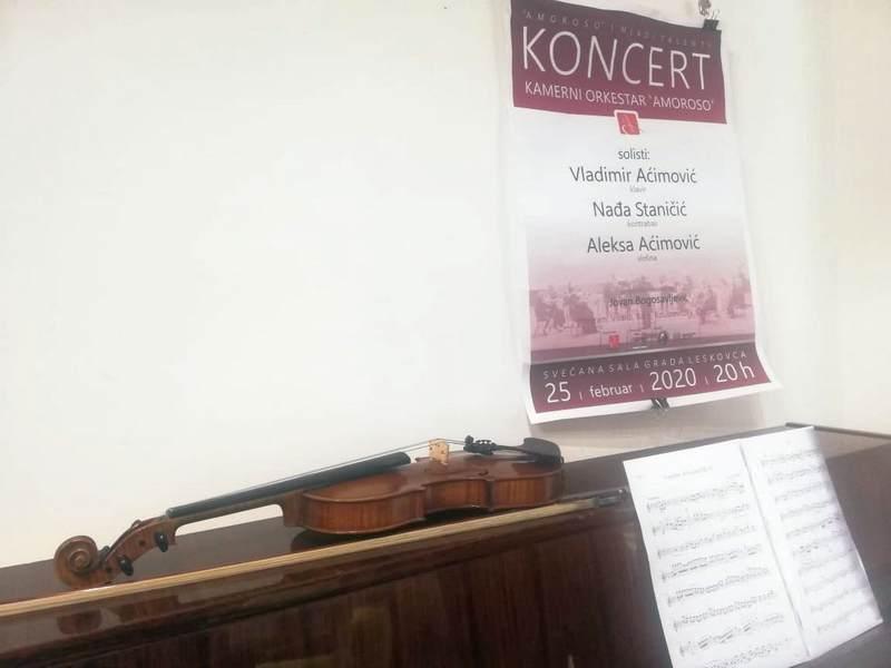 Koncertima u Leskovcu i Beogradu Amorozo otvara novu sezonu