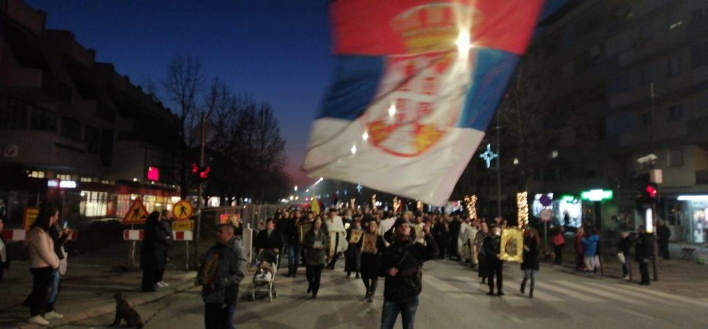 Oko hiljadu Leskovčana u litiji i na molebanu za srpske crkve