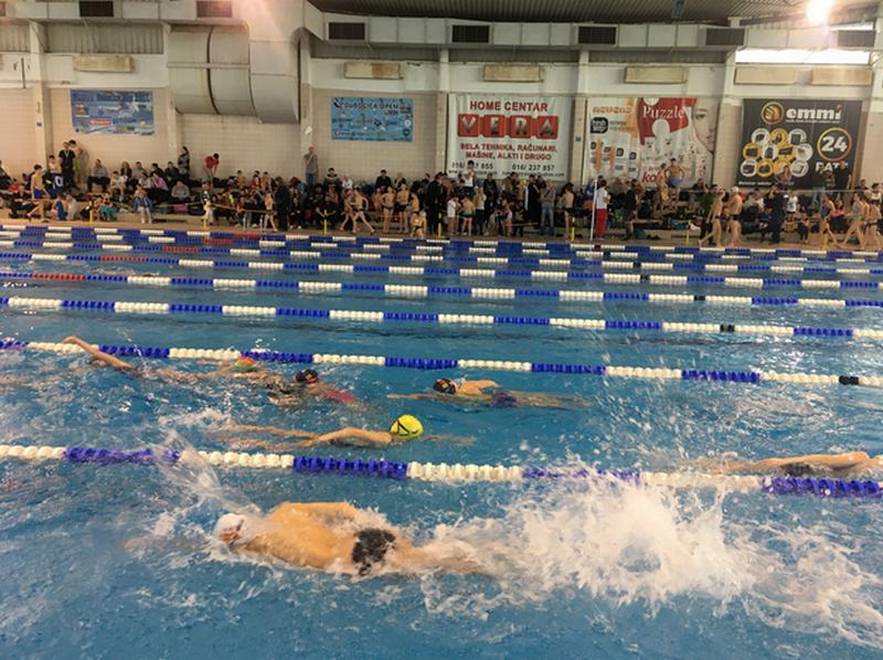 Plivački miting u Leskovcu okupio preko 400 takmičara