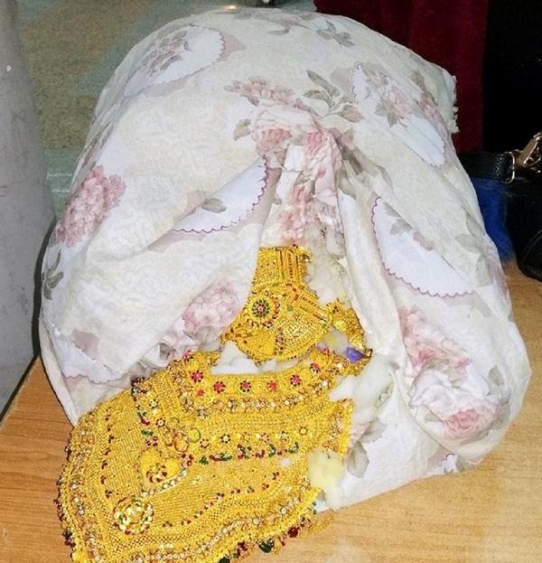 Zlatne ogrlice od tri miliona dinara sakrili u jastuku