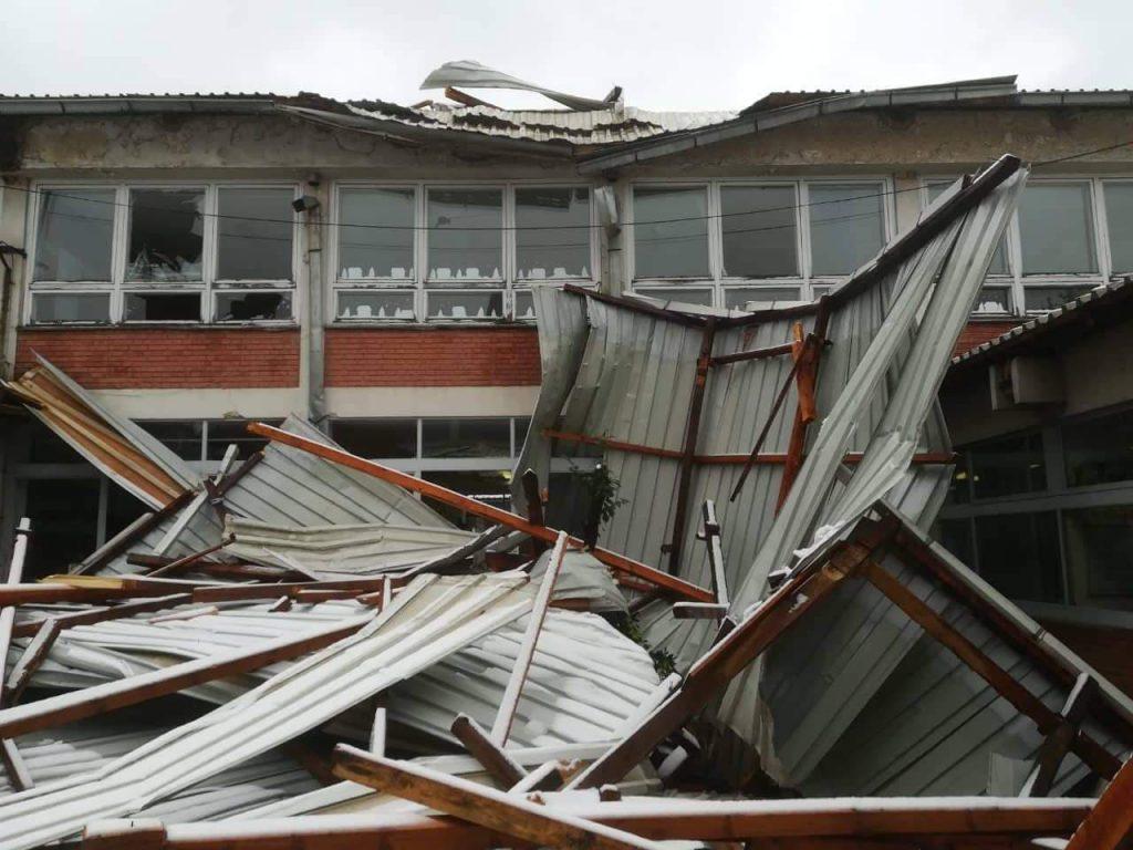 Srušio se deo krova na školi u Predejanu