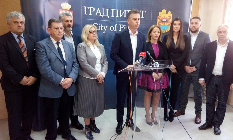 Reakcije na Vasićevu potvrdu da je prešao u SNS