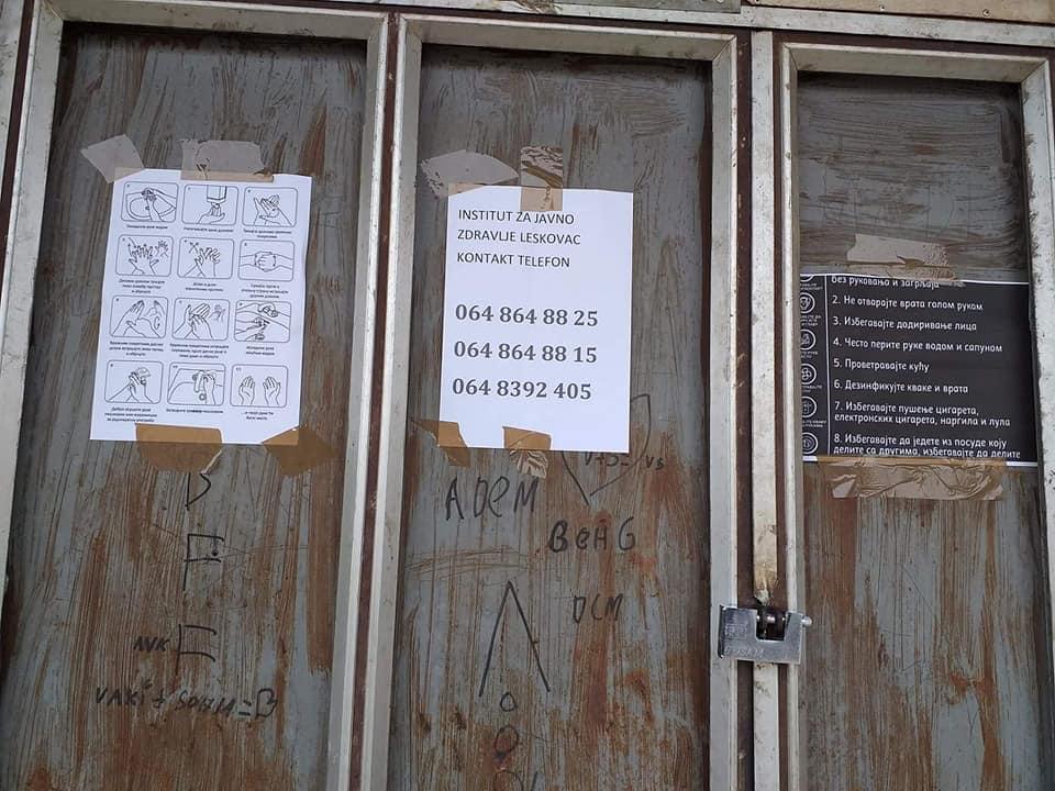 Romska naselja u Leskovcu osvanula oblepljena uputstvima kako da se zaštite od korone i evo ko stoji iza toga