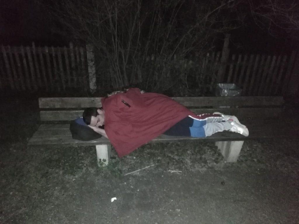 Leskovačka omladina u Nemačkoj u doba korone NIČIJA BRIGA: Četiri noći spavaju po parkovima izbačeni iz stanova