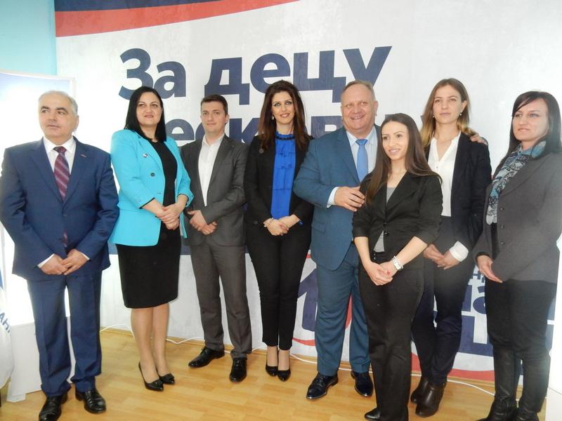 Od 8 poslaničkih kandidata SNS iz Jablaničkog okruga, 5 iz Leskovca (video)