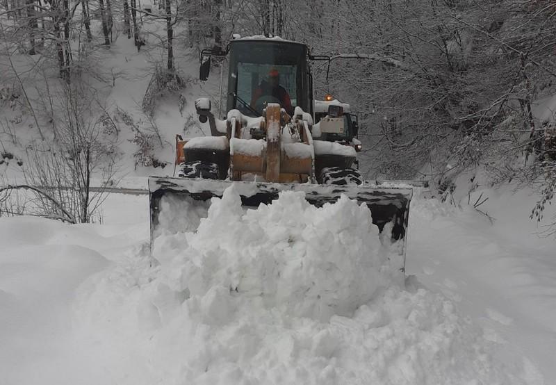 Sneg od pola metra prekrio delove opštine Vlasotince